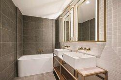 vibe hotel melbourne fletcher suite bathroom
