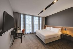 vibe canberra airport upper deck bedroom king
