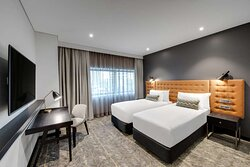 vibe hotel north sydney guest room bedroom twin