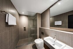 vibe hotel north sydney room bathroom