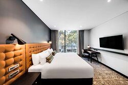 vibe hotel north sydney suite bedroom king