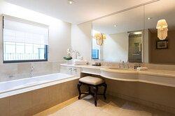 Plaza Suite Bathroom - Stamford Plaza Brisbane