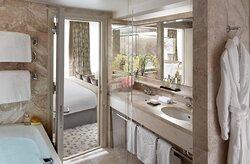 Deluxe River View Bathroom