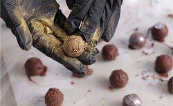 Rolling truffles in gold dust !