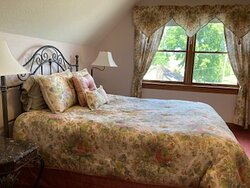 Sweet Sunrise suite with lake views and a private bath.