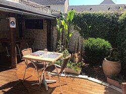 Venez découvrir notre terrasse ombragée