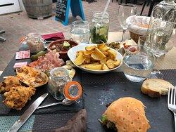 La terrasse et de la bonne nourriture !