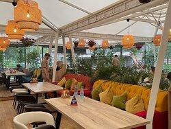 Бага бар - Индия внутри, Европа на летней веранде. Везде прекрасно) Одна из самых больших летних веранд в Москве!