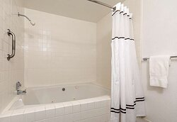 Queen Mini Suite With Whirlpool Bath Tub