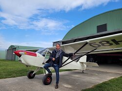 Parfait pour la photo aérienne avec ses portes papillon qui ouvrent en vol ! Venez essayer notre Eurofox train classique !