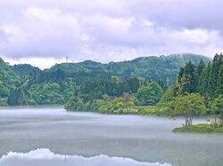 20210519 川霧の季節到来 朝から小雨がぱらつく絶好の川霧コンディション 比較的開けて見通しのいいこの場所は駐車場もあって 気楽に絶景を楽しめるおすすめスポットです ドライブの休憩にピッタリ