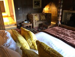 Abbots Grange Elizabethan Suite