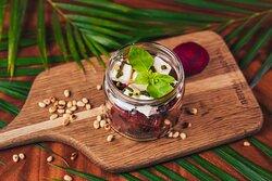 """🍴 Салат """"Молодость"""" из вареной свеклы и сливочной брынзы с добавлением песто и кедровых орешков."""
