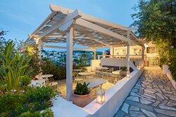 Garden, Bar and breakfast area