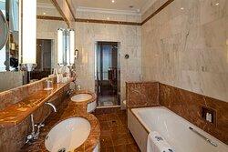 Suite Eiffel Bath Hotel Regina Paris