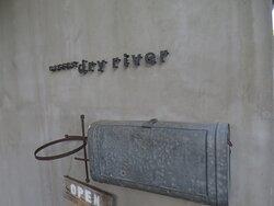 干川さんから「dry river」