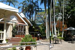 The Gardens Club is located in the Brisbane City Botanic Gardens close to the Queensland University of Technology's Gardens Theatre.
