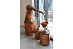Ancien alambic en cuivre pour la distillation des plantes aromatique (lavande, cyprès, genévrier etc