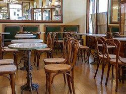Ascoli Piceno, Caffè Meletti, sala interna (©2021-EnzoValentini)