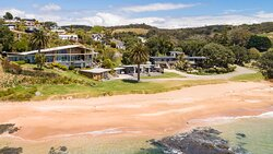 Driftwood Lodge and Golden Sand Beachfront Accommodations