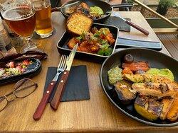 Лосось на гриле с овощами, теплый салат из осьминога