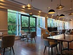 Excellent hotel opposite Croydon Aerodrome