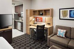 Studio King Suite - Suite Work Desk
