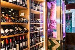 Escoge el vino que mejor maride con tu plato. O si lo prefieres te lo sugerimos.  #BilbaoRestaurante