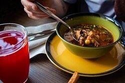 Томатный суп со свининой и нутом