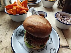 Great Burger, Frlies, Sides and SERVICE! 🙂