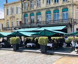 Brasserie l'Orient - deus belles terrasses à votre disposition - 6/8 Esplanade François Mitterrand, Libourne