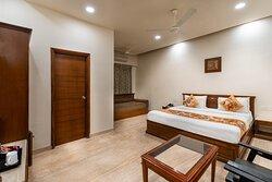 Double Bed Super Dlx Ac Room ( No Garden View)