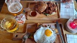 2 lunches; pulled pork en ossenhaaspuntjes
