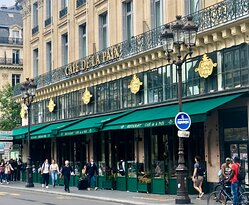 Traditional Paris Cafe in great location