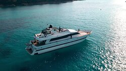 80ft flybrdige yacht for 12 guests