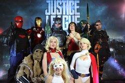 Les cosplayers de l'association Cosplayers and Co au Majestic de Douai lors d'une soirée sur le thème des super héros Marvel et DC. Dans la grande salle de projection principale, les cosplayers ont repris des scènes de différents films et comics.