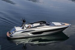 Pristine new Riva 56 with stabilizer, 9 guests, based near Cannes