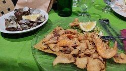 Souté di vongole e frittura di calamari e gamberi
