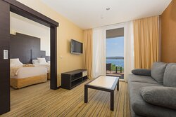 Junior Suite, twin beds, sea view_living room