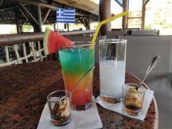 De bons cocktails et Ouzo