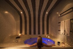 Hot Tub at Tefsion Kallos Relaxing Lounge