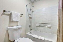 Motel Anderson CA Redding Airport bathroom ada tub