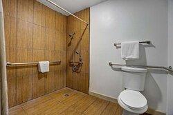Motel Anderson CA Redding Airport bathroom ada ri shower
