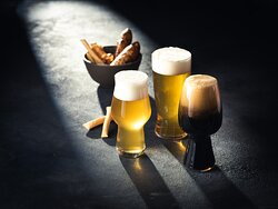 16 different Slovenian craft beers and 37 bottled beers accomponied by home-made salt pastery