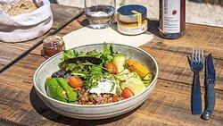 Salade de légumineuses, à la Poichichade au piment bio aix&terra, légumes verts