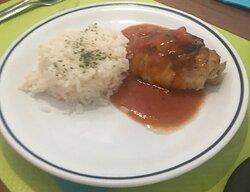 Poulet et riz, sauce tomate
