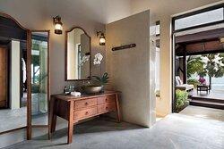 Anantara Seaview Pool Villa bathroom