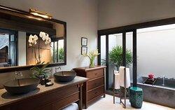 Seaview Pool Villa bathroom