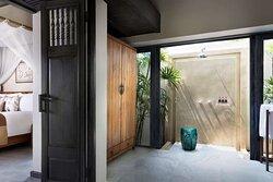 Pool Villa bedroom and bathroom