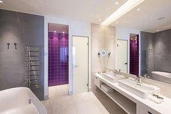 Premium Suite - Bathroom with Amenities